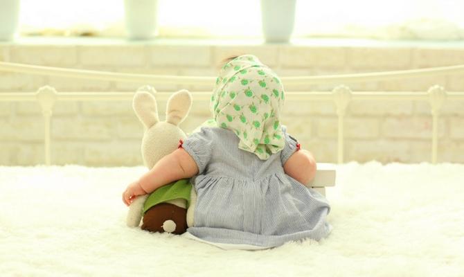Conversación entre un bebé y un cabrito